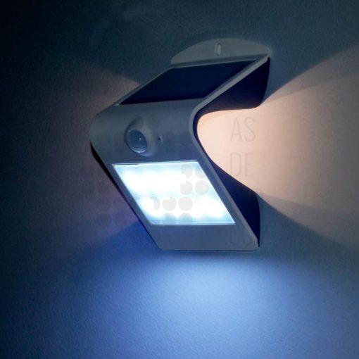 Aplique LED solar con panel integrado y sensor